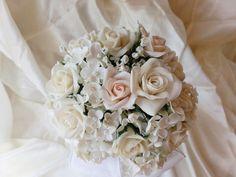 Bouquet of bride, composed of roses, hydrangeas and jasmine. Made to order, with cold porcelain, non-toxic product that gives a very natural appearance to the flowers and does not deteriorate.........................Ramo de novia, compuesto de rosas, hortensias y jazmines. Hecho por encargo, con porcelana fría,  producto no toxico y que da un aspecto muy natural a las flores y que no se deterioran.