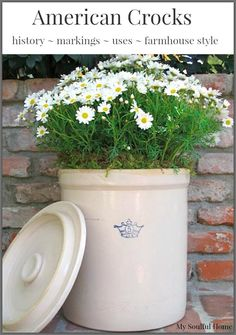 What a Crock – American made pottery American stoneware crocks. Learn the history, the markings, the uses & ideas to incorporate in your home for farmhouse style. Antique Crocks, Old Crocks, Country Style Homes, Farmhouse Style, Farmhouse Decor, Vintage Farmhouse, Pickling Crock, Stoneware Crocks, Antique Stoneware