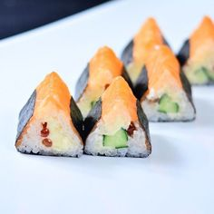 #Veranda®_#SunMall#6-й этаж (#Харьков, проспект Юрия #Гагарина, 181) ☕️ #суши#пицца#лапша#вок#паста#десерты#роллы#сакура Sushi Comida, Sashimi Sushi, Asian Recipes, Healthy Recipes, Sushi Party, Food Plating, Mochi, Japanese Food, I Foods