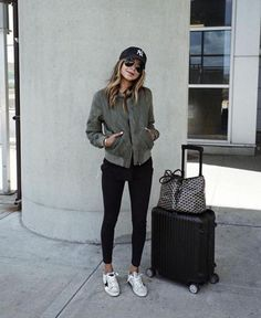 Comfy Airport Outfit, Airport Travel Outfits, Airport Attire, Comfy Travel Outfit, Winter Travel Outfit, Airport Style, Airport Chic, Airport Outfit Spring, Traveling Outfits
