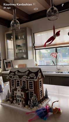 K Christmas Feeling, A Christmas Story, Family Christmas, Christmas And New Year, Christmas Themes, Christmas Decorations, Kylie Jenner New House, Kardashian Christmas, Christmas Gingerbread House