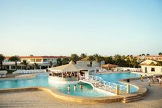 Smartline Crioula Hotel Santa Maria Offering an outdoor pool and a restaurant, Smartline Crioula Hotel is located in Santa Maria. Free WiFi access is available.  Each room here will provide you with air conditioning and a balcony.