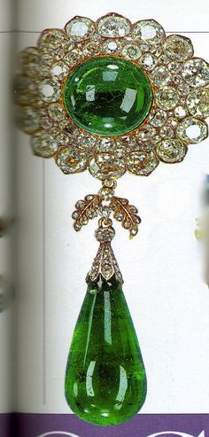 #emerald  brooch made from the Delhi Durbar Stomacher #TiaraTime