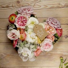 """DIY """"Will You Be My Maid of Honor?"""" Gift : Maid of Honor or Bridesmaid Asking Idea - DIY floral heart for maid of honor or bridesmaid gift (Flowers by Wild Pollen) Diy Wedding Flowers, Diy Wedding Decorations, Diy Flowers, Flower Decorations, Paper Flowers, Flower Shop Decor, Flower Ideas, Flower Box Gift, Flower Boxes"""
