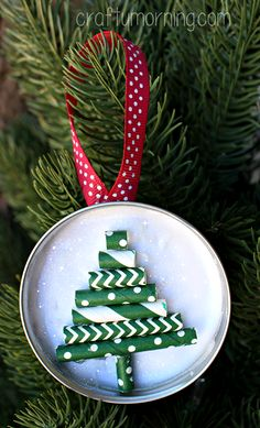 DIY Mason Jar Lid Ornament (Straw Christmas Tree) Create your own #MadeWithMichaels holiday craft at the in-store event on November 15th from 1-4 p.m! @michaelsstores