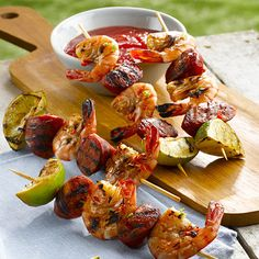 Prawn and chorizo skewers Christmas party food. Prawn and chorizo skewers Christmas party food. Barbecue Recipes, Grilling Recipes, Cooking Recipes, Quick Healthy Meals, Healthy Recipes, Dinner Healthy, Aussie Bbq, Fruit Kebabs, Kabobs