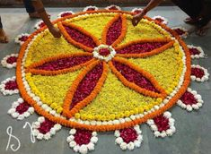 Easy Rangoli Designs Diwali, Indian Rangoli Designs, Rangoli Designs Flower, Rangoli Border Designs, Colorful Rangoli Designs, Diwali Rangoli, Flower Rangoli, Beautiful Rangoli Designs, Kolam Designs