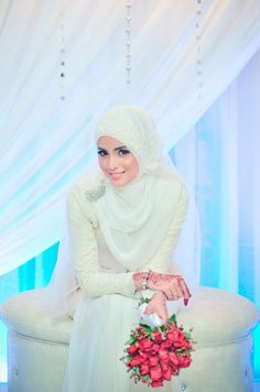 Get the Ideas of 2019 Latest Designs of Muslim Bridal Wedding Dresses in sleeves and hijab. These photos of Islamic wedding dresses for brides are fabulous. Muslimah Wedding Dress, Muslim Wedding Dresses, Muslim Brides, Wedding Dresses For Girls, Bridal Wedding Dresses, Kebaya Muslim, Bridal Hijab, Wedding Hijab, Moslem