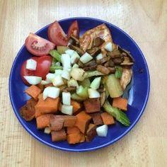 Kuřecí prsa na přírodno s houbami Fruit Salad, Cobb Salad, No Cook Meals, Paleo, Cooking, Food, Cucina, Kochen, Essen