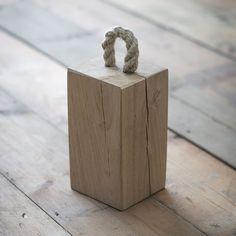 Cale-porte ou bloque-porte bloc de chêne massif et naturel avec anse en corde : Decoclico