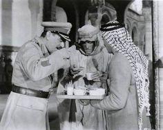 Jack Hawkins y Peter O'Toole tomando el té en el set de 'Lawrence of Arabia', 1962.
