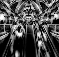 I adore this awesome black and white city photography Photography Essentials, City Photography, People Photography, Abstract Photography, Dramatic Photography, Black And White People, Black And White City, Pretty Pictures, Cool Photos