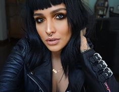 "These sleeve details on the new ""Jaws"" jacket from make me so happy😳💦👌🏼 Fuck yeahhhh! And since its nice Leather weather today HELLO! Goth Beauty, Beauty Makeup, Hair Beauty, Punk Makeup, Hair Makeup, Moda Pinup, Estilo Rock, Short Bangs, Makeup Inspiration"