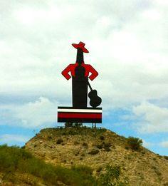 La primera imagen que ves llegando a #Jerez #MeGustaTioPepe  http://www.nanilabradoor.es/?p=1412