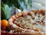 Recette Pizza au poulet à la mexicaine sur pâte farcie au fromage par Lexibule - Ptitchef