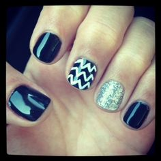 Daniella's black and white nails look perfect! Very glossy and very well done!