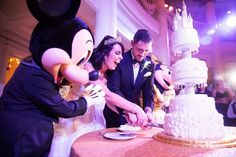Nicole & Chuck had some very special friends help them cut their wedding cake!