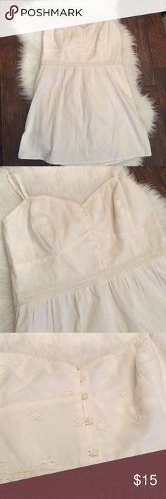 American Eagle cream dress. Cream lace dress. NWT American Eagle sz XL cream dress. Never worn, adjustable straps, elastic back for comfortable fit. Please see photos for wear and details. No low ball offers, reasonable offers considered. Approximately 33 inches from top of strap (adjusted half way) to the bottom. American Eagle Outfitters Dresses Asymmetrical