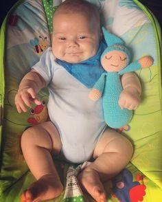 Мой сыночек очень рад своей новой игрушке сплюшке ... My baby very happy with his new sleepy toy ... Mi hijito está feliz con su nuevo dormiluche :))) #Maxim #baby #son #sleep #sweetbaby #babyboy #crochet #hook #lovemyfamily #love_crochet #ganchillo #amigurumi #weamiguru #toys #sleepytoys #Elya_Nya #Nya_Made #blue #boy #azul #любимаясемья #люблю_петельки #люблювязатькрючком #вязание #вязание_крючком #вяжутнетолькобабушки #крючок #петельки by elya_nya