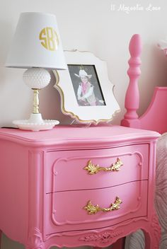 Charmant Girlu0027s Room In Pink/White/Gold Decor!