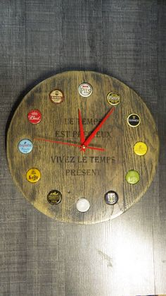 Clock based on beer capsules – Nazim World Clock Art, Diy Clock, Wooden Gifts, Wooden Diy, Homemade Clocks, Wood Crafts, Diy And Crafts, Cool Clocks, Modern Clock