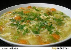 Cuketová polévka s vejcem a nudlemi recept - TopRecepty.cz Cheeseburger Chowder, Thai Red Curry, Soup, Ethnic Recipes, Soups
