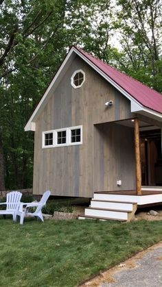 Architecture House Discover Tour of Beautiful New Hampshire Cabin! Video tour of a beautiful tiny cabin in Northern New Hampshire! Tiny House Movement // Tiny Living // Cabins // Cabin in the Woods // Tyni House, Tiny House Cabin, Tiny House Living, Tiny House Design, Cabin Homes, Small House Plans, Modern House Design, Shed To House, Small House Diy