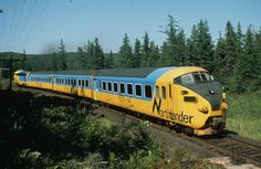 The diesel electric passenger train of the Northlander was operated between 1957 and 1974 by Switzerland and the Netherlands. Locs, Train Pictures, Old Trains, Train Engines, Light Rail, Electric Locomotive, Train Journey, Train Tracks, Train Station