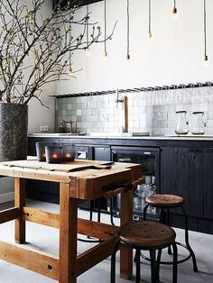 Industrial house decor awesome industrial kitchen ideas with modern decor plan Kitchen Interior, New Kitchen, Kitchen Dining, Kitchen Decor, Wooden Kitchen, Kitchen Ideas, Kitchen Designs, Kitchen Black, Kitchen Rustic