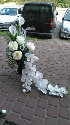 Easter Flower Arrangements, Easter Flowers, Center Table, Ikebana, Silk Flowers, Kids And Parenting, Funeral, Diy And Crafts, Floral Wreath