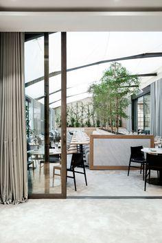In deze interieurs komen architectuur en natuur samen - Roomed