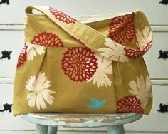 12 Patterns to Sew Purses + 6 New Bags http://www.allfreesewing.com/Bags-and-Purses/12-Patterns-to-Sew-Purses/ml/1