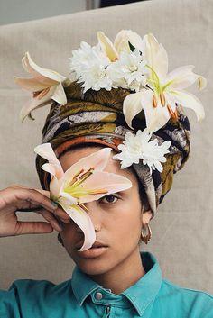 Las flores siempre adornan la belleza. #resaltatubelleza #floresqueinspiran