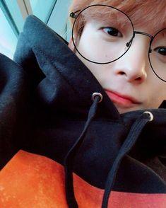 """wonwoo's my goth gf"" ""shut the fuck up mingyu"" © 2018 DREAMYHAO Jeonghan, Woozi, Seventeen Performance Team, Seventeen Debut, Vernon Seventeen, Seventeen Lee Seokmin, Vernon Chwe, Choi Hansol, Hip Hop"