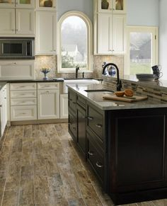 A vintage hardwood for a rustic and modern kitchen