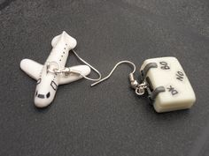 BO avion et valise Cake Toppers, Sculpting, Cool Art, Dressing, Crafting, Deco, Keychains, Stud Earrings, Jewels