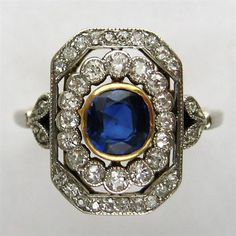 AN EDWARDIAN SAPPHIRE AND DIAMOND DOUBLE CLUSTER RING