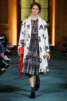 Huishan Zhang Fall 2017 Ready-to-Wear Collection Photos - Vogue