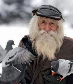 ホームレスのおじいさんは孤児たちにとっての真のヒーローだった。