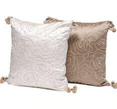 Kude med taste. Bed Pillows, Tassels, Pillow Cases, Rose, Pillows, Pink, Roses, Tassel