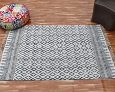 Indian Handmade Art by IndianHomeTextiles on Etsy Art Of Living, Home Living, Rugs In Living Room, Anthropologie Rug, Indian Rugs, Kantha Quilt, Quilts, Cotton Blankets, Handmade Rugs