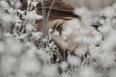 Ensaio fotográfico mostra a beleza das mulheres misturadas a natureza