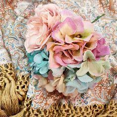 😍🌸¡Ponnos a prueba! Creamos la combinación de color y flor exacta a la tela de tu #vestido o #mantonillo. Tu #look de #flamenca te espera en #BlancoAzahar.   #TodosLosColores en más de 100 especies de flores.   #ModaFlamenca #FeriadeAbril #FeriadeAbril2018 #Sevilla #flores #floresflamenca Floral Wreath, Wreaths, Home Decor, Dress, Tela, Orange Blossom, Color Coordination, Flamingo, Sevilla