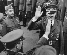 Era el más débil de los tres, pero su dictadura fue la más longeva. Mussolini fue ejecutado el 28 de abril de 1945. Hitler se suicidó dos días más tarde. Franco, que sin la ayuda de ambos no sería Franco, falleció el 20 de noviembre de 1975, al filo de los 83, estirada su vida al límite por...