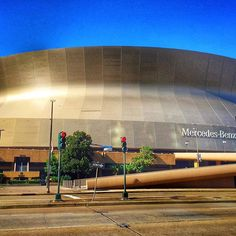 Glorious sunshine over the golden Mercedes-Benz Superdome this morning. ⚜✨