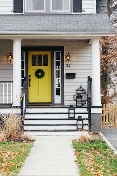 70 Best Modern Farmhouse Front Door Entrance Design Ideas 55 – Home Design White Siding, Black Shutters, Gray Siding, Yellow Front Doors, Front Door Colors, Porches, Paint Color Combos, Paint Colors, Colour Combo