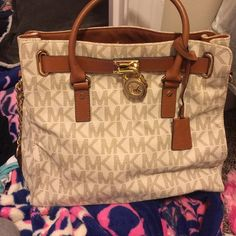 MK large tote with shoulder strap Good condition large tote 100% authentic Michael Kors Bags Totes