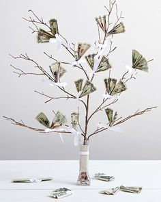 Wedding Gifts Money Tree, Wedding DIY: 7 Creative Ways to Gift Cash Diy Xmas Gifts, Easy Diy Gifts, Christmas Gift Tags, Christmas Diy, Money Tree Wedding, Diy Wedding, Wedding Gifts, Spring Wedding, Wedding Table