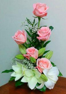 Roses so beautiful Tropical Flower Arrangements, Modern Floral Arrangements, Creative Flower Arrangements, Flower Arrangement Designs, Ikebana Flower Arrangement, Funeral Flower Arrangements, Rose Arrangements, Beautiful Flower Arrangements, Beautiful Flowers