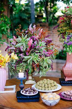 Decoração linda para casamento na Fazenda Vila Rica. Decor por Violeta Decorações. Foto por Carla Trevisani. #casamento #weddingdecor #decoraçãodecasamento
